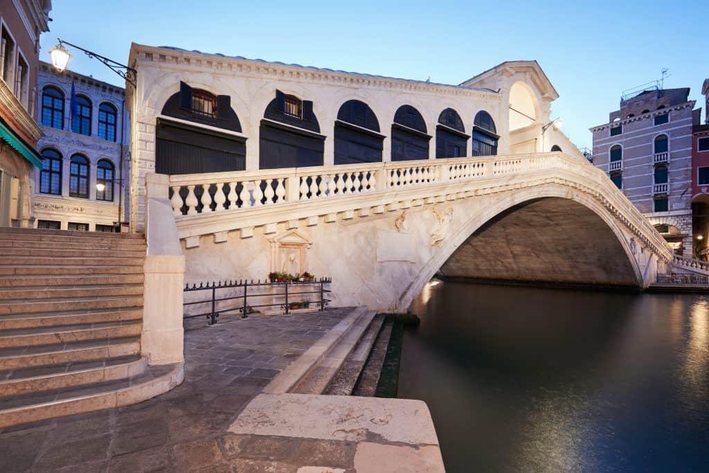 Visitare I ponti di  Venezia - Il bellissimo ponte di Rialto